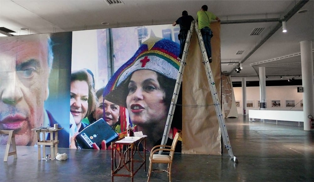 Roberto Jacoby, El alma nunca piensa sin imagen (The Soul Never Thinks without an Image), 2010, detail of installation being covered by organizers, Pavilhão Ciccillo Matarazzo, 29th Bienal de São Paulo (artwork and photograph © Robert Jacoby)