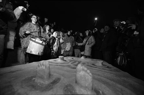 Roti installing To New Ukraine, and Dakh Daughters performing during the installation, Independence Square, Kyiv, January 7, 2014 (photographs © Alexey Zaika)