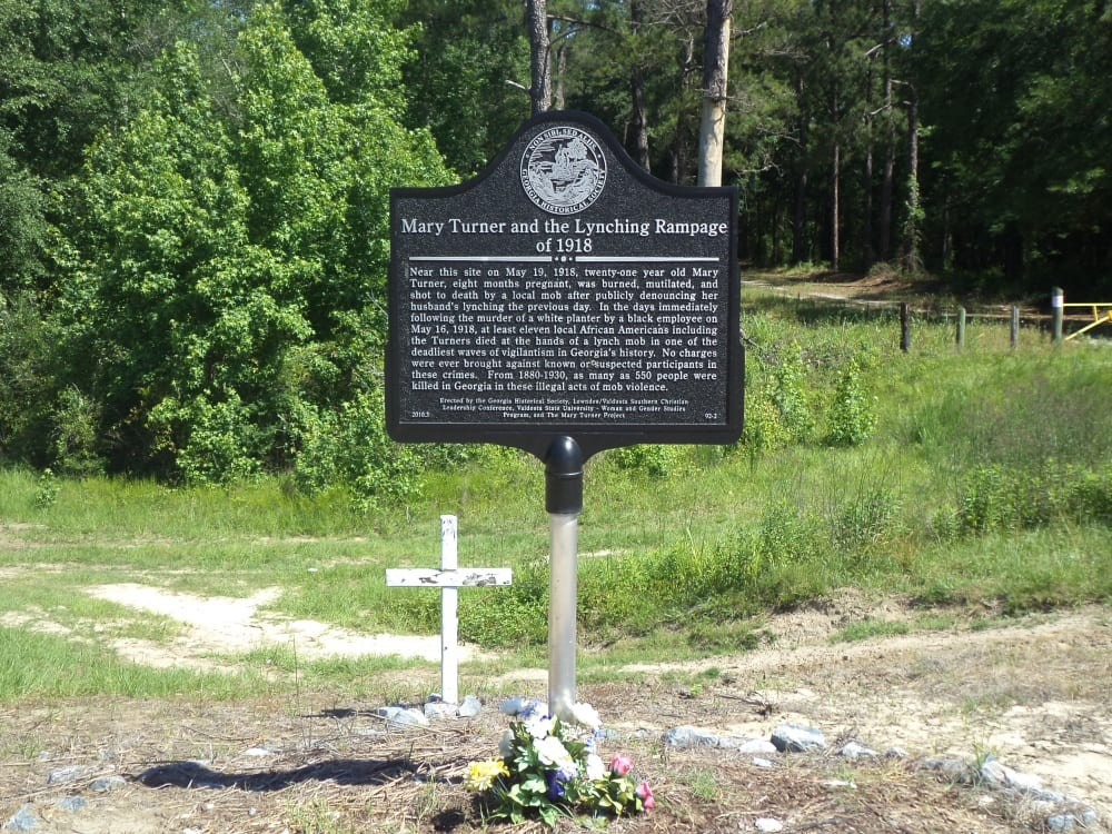 marker with a paragraph explaining the circumstances of the lynchings of 1918